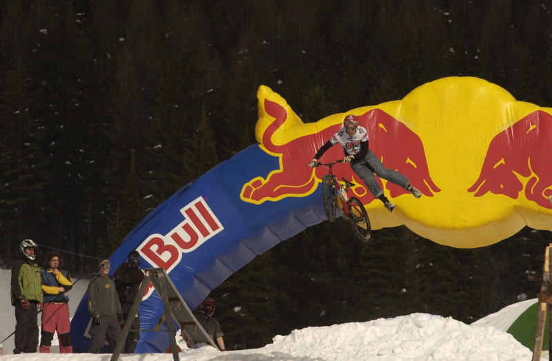 How to do the Red Bull can dump trick